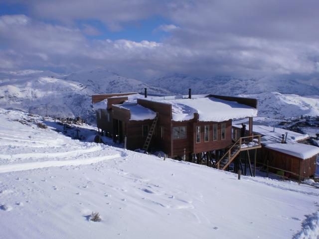 Casa en Vista del refugio desde la canchaCasaenFarellones
