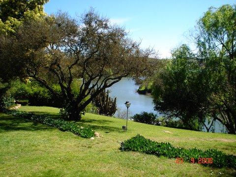 Casa en Vista desde el jardín al lagoCasa de campoenLago  Rapel