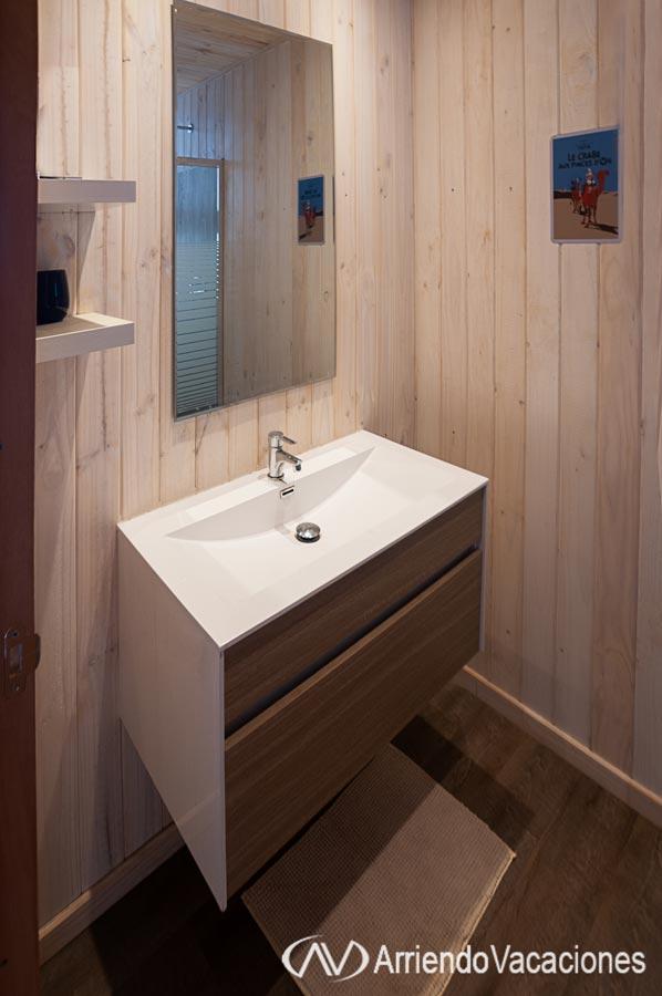 Casa en Baño con receptaculo de ducha.CasaenFarellones